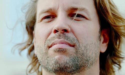 """Ingmar Grapenbrade wird während seiner Schauspielausbildung hier in der TV Sendung """"DAS"""" des NDR interviewt und porträtiert."""